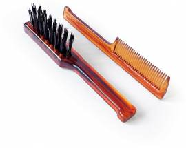 Bürste und Kamm für die Bartpflege - Bild vergrößern