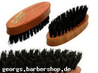 Ovale Bürste für die Bartpflege aus Birnbaumholz